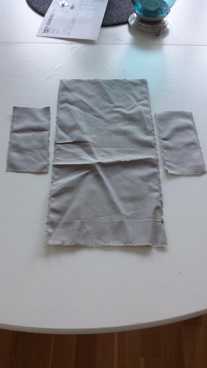 Foder, fram-och baksida samt sidostycken. Lining, front and back and sides